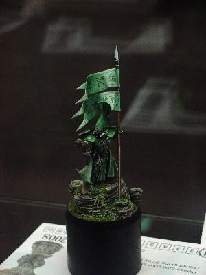 Eldar banner bearer